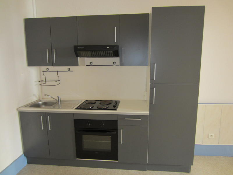 location grand studio meubl en rdc centre ville d 39 issoire. Black Bedroom Furniture Sets. Home Design Ideas